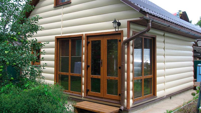 замена сайдинга на деревяннм доме