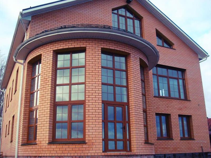 пример остекления кирпичного дома